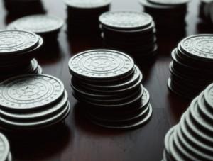 Lente sobre moedas